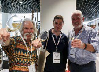 Le critique américain, le vigneron ligérien et le vigneron sud-africain trinquent au succès du congrès sur le chenin.